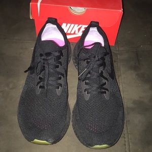 Betrue Nike shoes worn once!